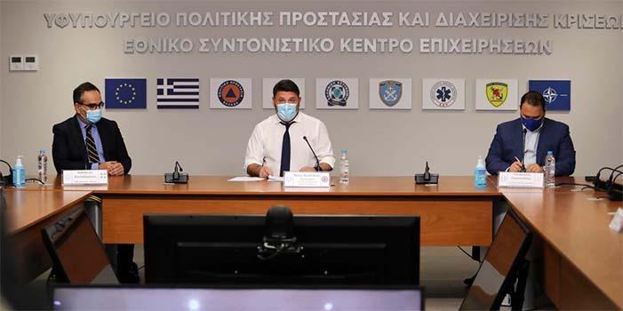 Ο Νίκος Χαρδαλιάς και ο Παναγιώτης Σταμπουλίδης εξηγούν πώς θα ισχύσουν τα μέτρα του lockdown