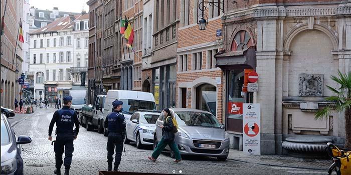 Πάρτι με 25 άτομα σε γκέι μπαρ στο Steenstraat των Βρυξελλών διέλυσε η αστυνομία, το βράδυ της περασμένης Παρασκευής, εν μέσω lockdown.