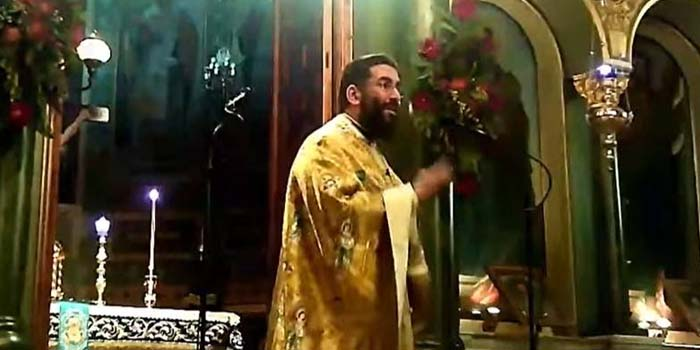 Καλαμάτα: Ιερέας διέκοψε τη λειτουργία και κάλεσε όσους δεν φορούσαν μάσκα να βγουν έξω [Βίντεο]