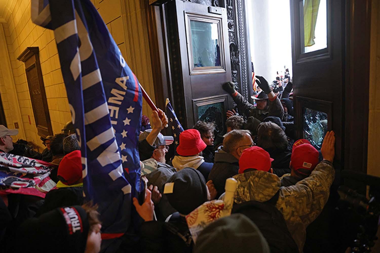 ΗΠΑ : Επέμβαση από την Εθνική Φρουρά για να σταματήσει το χάος στο Καπιτώλιο