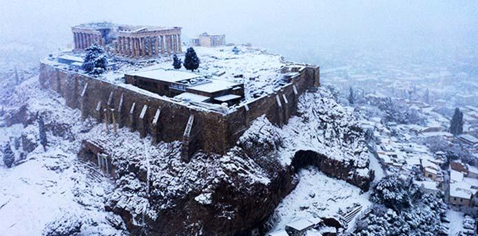 """Ο ιστορικός χιονιάς """"Μήδεια"""" που έντυσε στα λευκά το Λεκανοπέδιο [Φωτο]"""